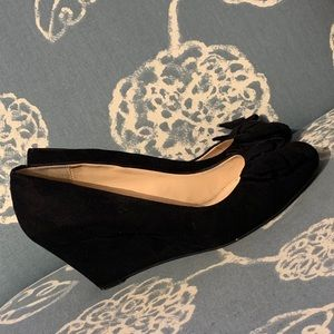 Jessica Simpson black wedge shoe